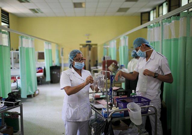 Los médicos en el Hospital Rosales en San Salvador, El Salvador