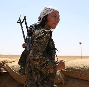 Una mujer kurda del batallón YPG en Siria (archivo)