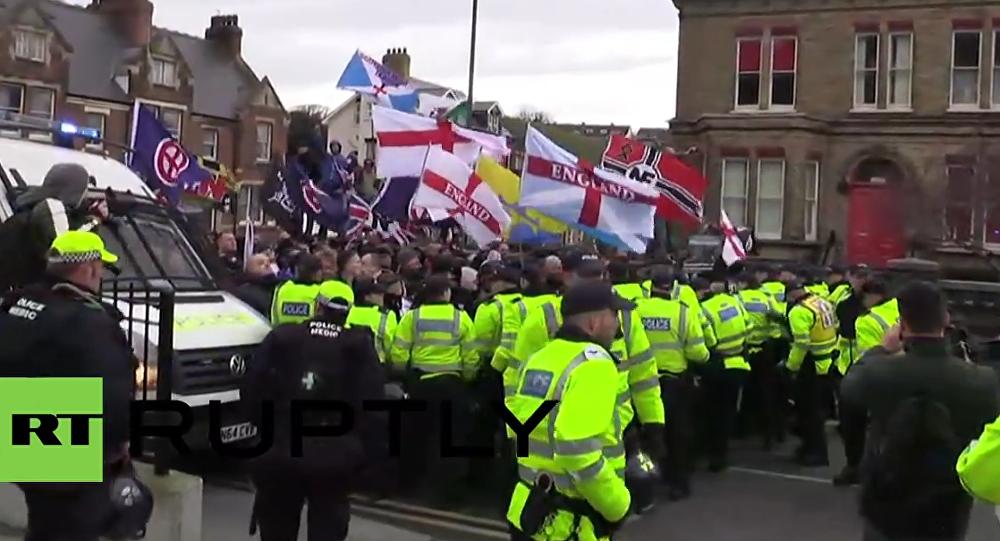 Un herido en las protestas contra migrantes en una ciudad británica ...