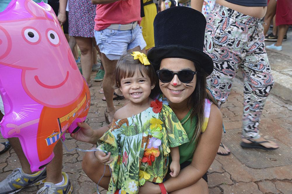 El precarnaval invade las calles de Brasil