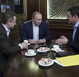Vladímir Putin, presidente de Rusia (сentro), durante una entrevista con Bild
