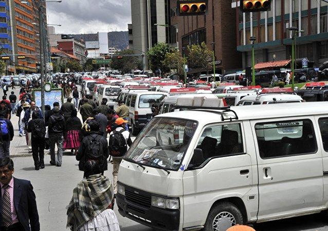 Transporte pesado bloquea carreteras, Bolivia