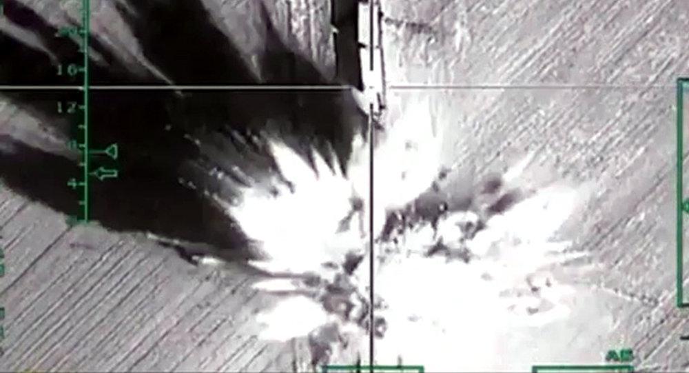 Bombardeo de las posiciones de terroristas por la aviación rusa en Siria