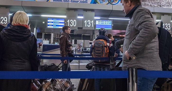 Control de pasaportes en el aeropuerto Vnúkovo de Moscú