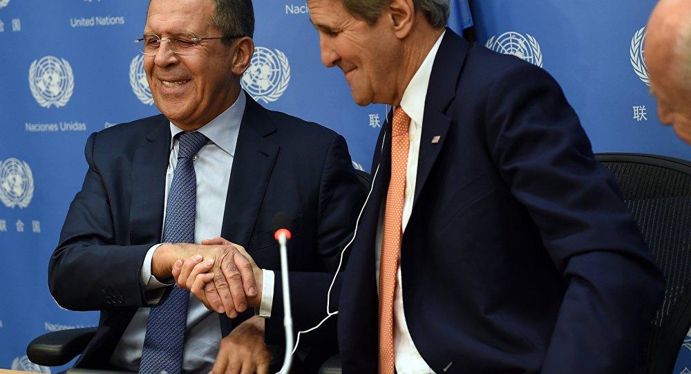El ministro de Relaciones Exteriores de Rusia Serguéi Lavrov y John Kerry, el secretario del Estado de EEUU