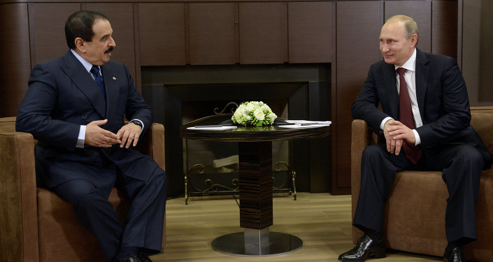 Vladimir Putin, presidente de Rusia, y Hamad bin Isa Khalifa, rey de Bahréin (archivo)