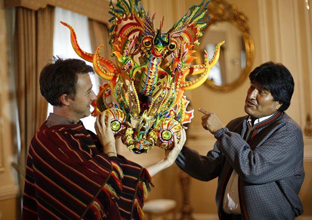 Actor Edward Norton y Evo Morales, presidente de Bolivia