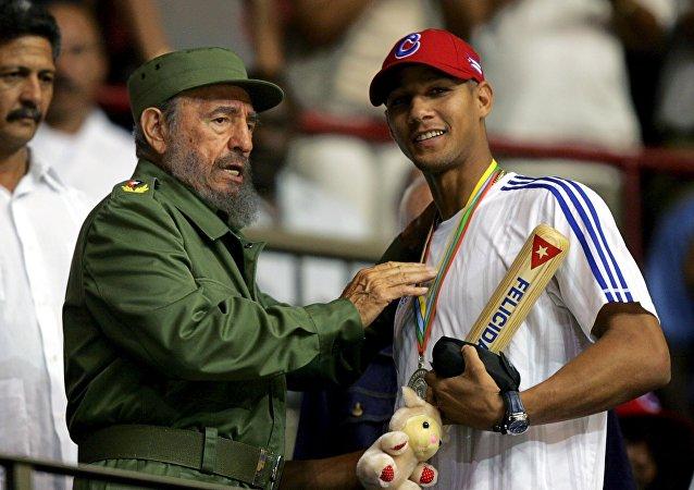 Fidel Castro y Yulieski Gourriel (archivo)