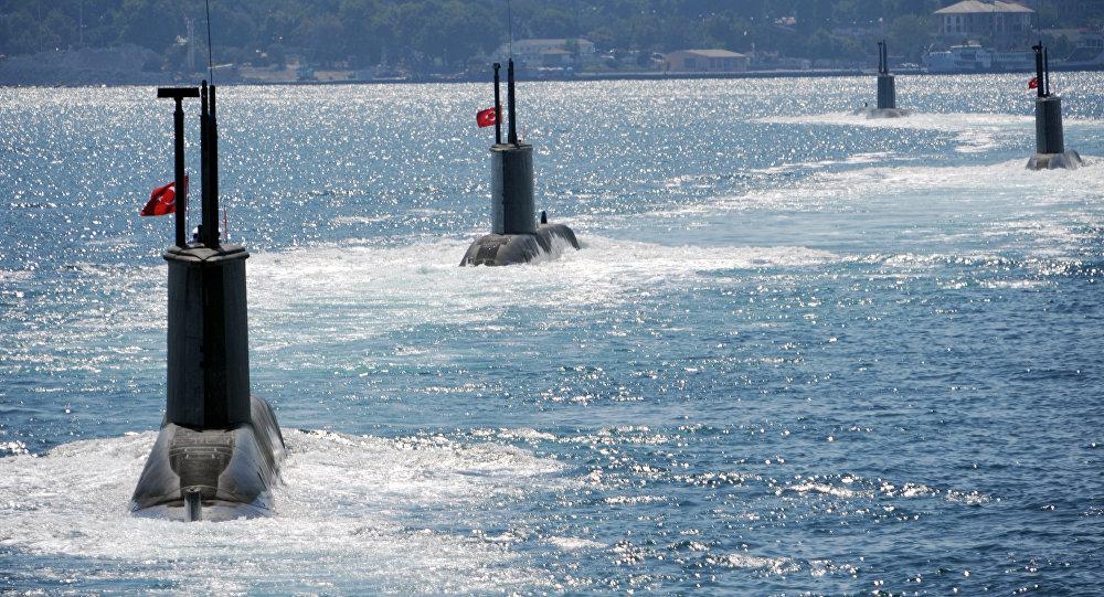 Submarinos turcos durante un desfile