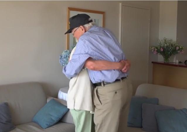 Novios de la Segunda Guerra Mundial  se reúnen tras 71 años