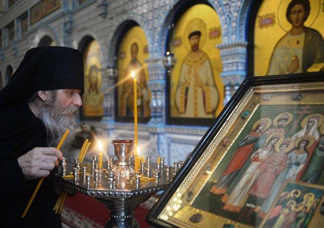 Un clérigo de la Iglesia ortodoxa rusa