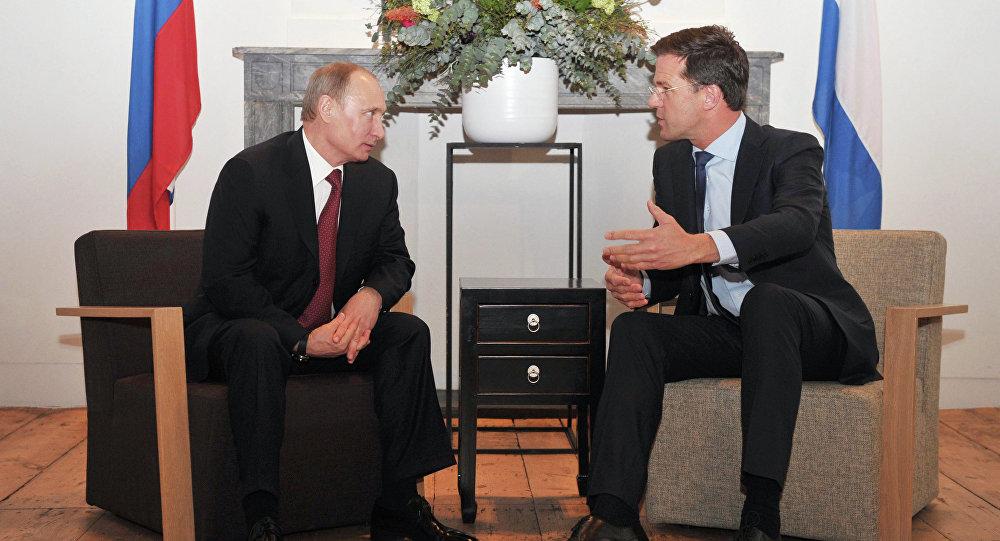 El presidente ruso Vladímir Putin con el primer ministro holandés, Mark Rutte
