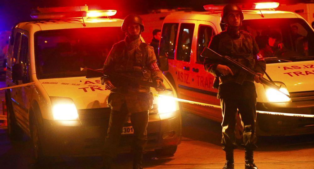 Militares turcos en el lugar del atentado en Ankara