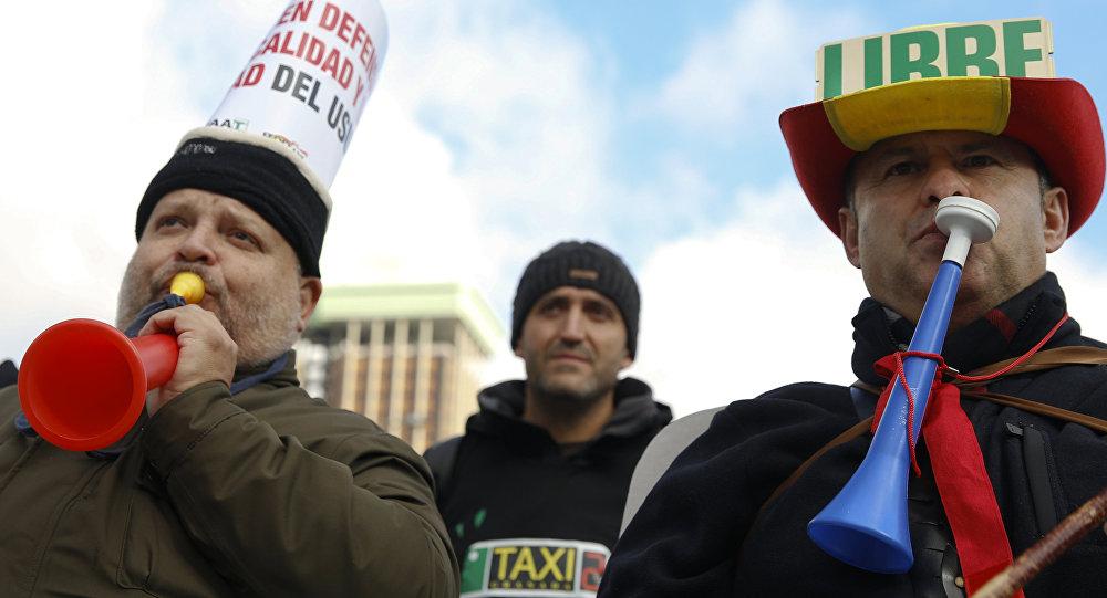 Manifestación de protesta de taxistas españoles en Madrid