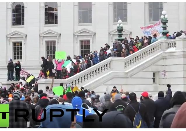 """Protesta contra las propuestas de """"leyes antiinmigrantes en Wisconsin"""