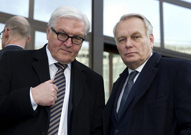El ministro de Asuntos Exteriores de Alemania, Frank-Walter Steinmeier, y el ministro de Asuntos Exteriores de Francia, Jean-Marc Ayrault