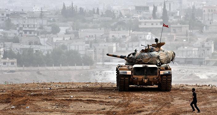 Tanque turco en la frontera con Siria