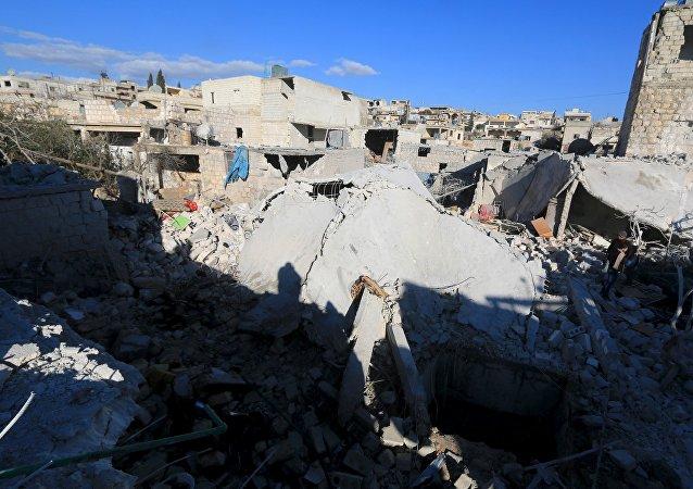 Edificios destruidos por los bombardeos en la ciudad de Turmanin, Siria (archivo)