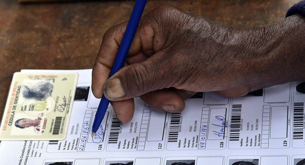 Lista de ciudadanos habilitados a las elecciones en Bolivia (archivo)