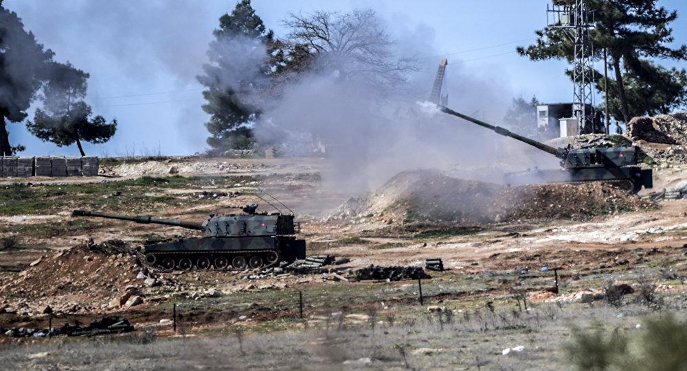 Los cañones autopropulsados turcos en la frontera con Siria
