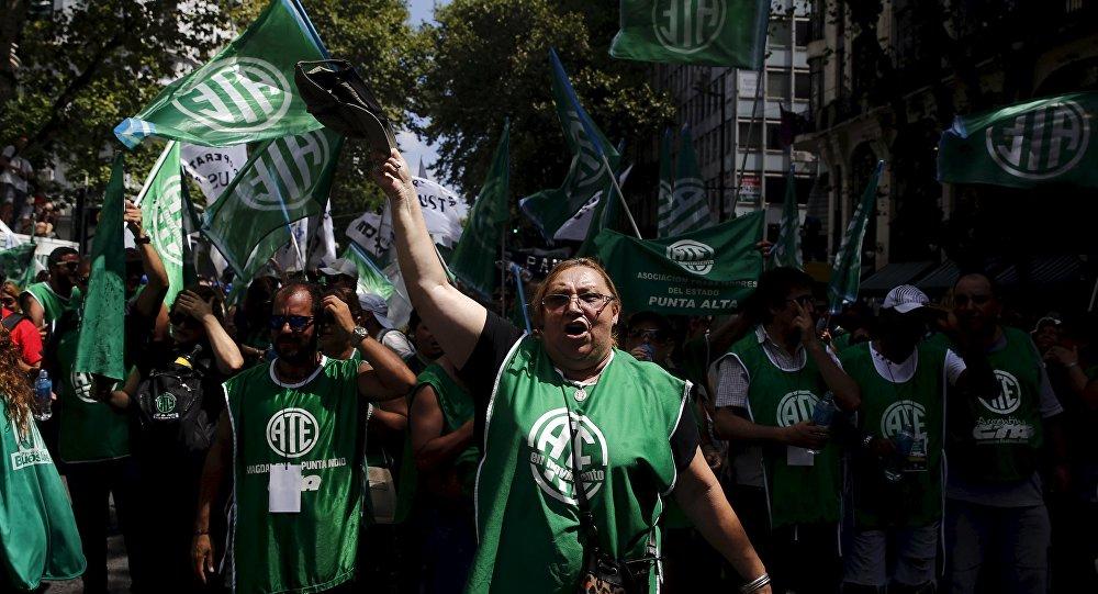 Multitudinaria movilización en Argentina contra ola de despidos