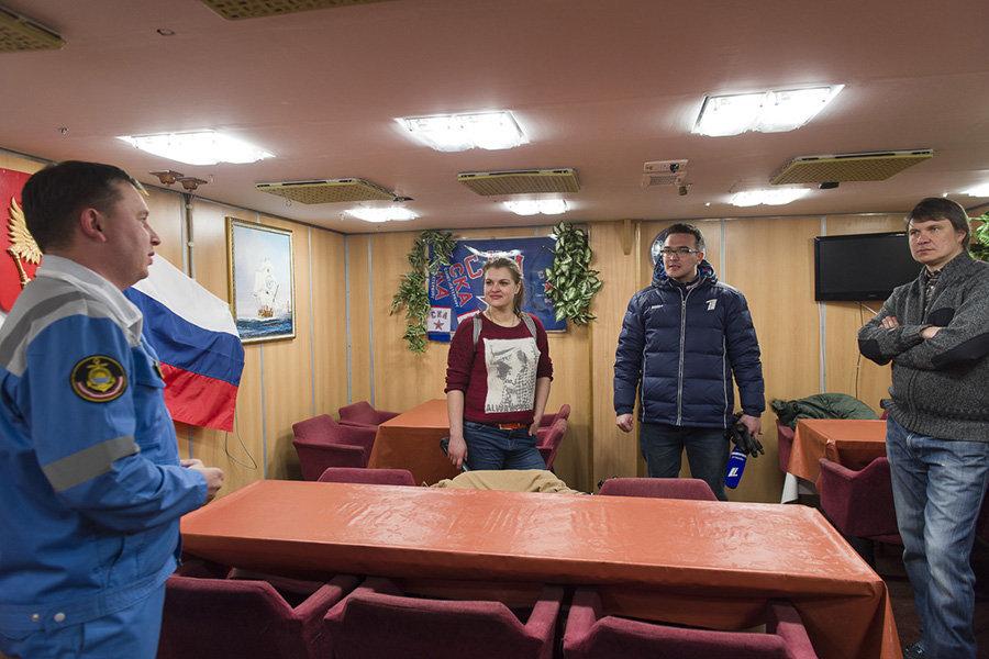 "Bienvenidos al submarino nuclear de propósito estratégico ""Alexander Nevsky"""