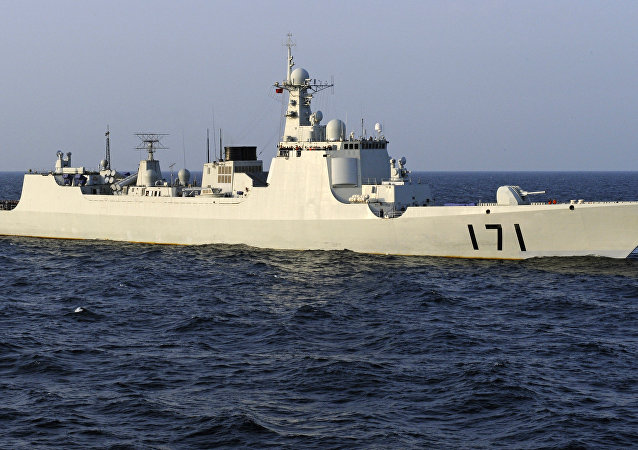 Buque de guerra chino patrullando el Golfo de Adén