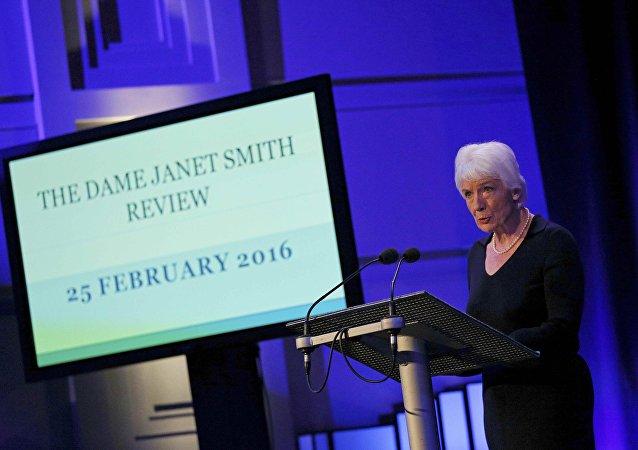 Presentadora del reporte Janet Smith en Londres