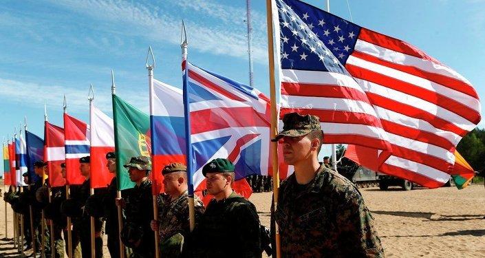 Soldados de la OTAN asisten a ceremonia de apertura 'Saber Strike 2015'
