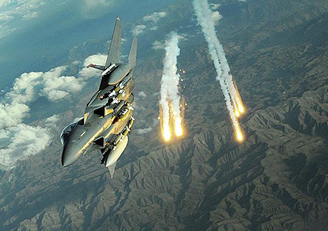 Caza F-15E Strike Eagle