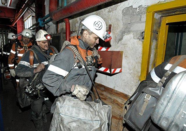 Equipos de rescate en la mina Sévernaya en Vorkutá