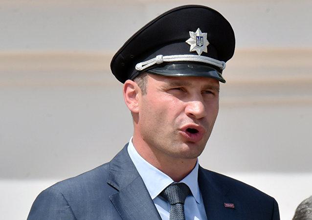 El alcalde de Kiev, Vitali Klichkó, durante la ceremonia de graduación de los policías de Kiev en 2015
