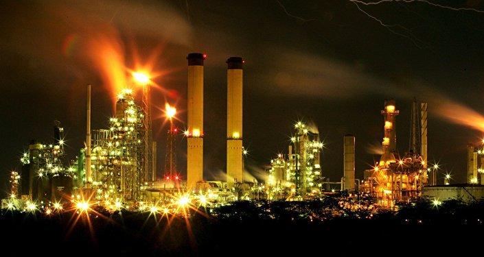 AMLO a detractores: refinería en Dos Bocas se va a construir