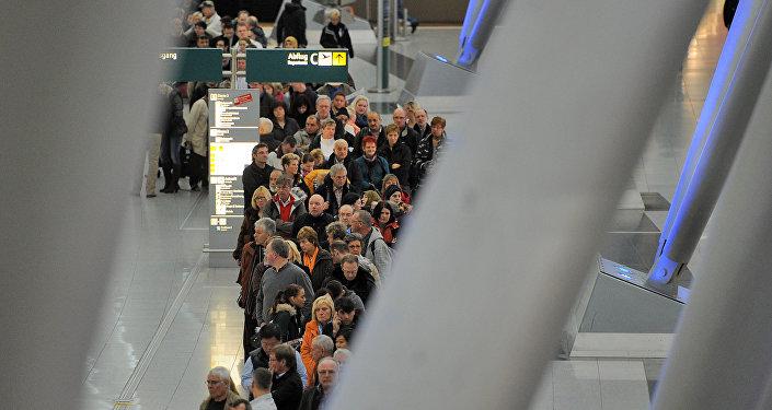 Pasajeros en el aeropuerto de Dusseldorf