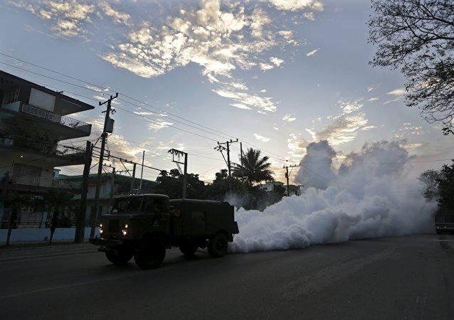 Fumigación contra el mosquito Aedes aegypti en la Habana