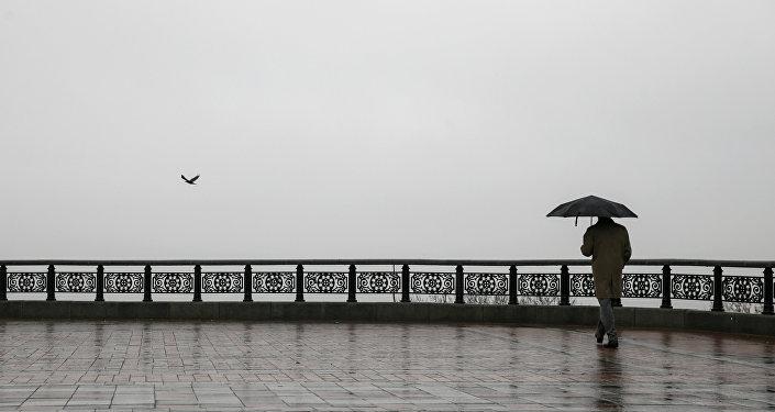 Un día lluvioso en Kiev, capital de Ucrania