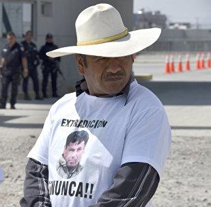 Manifestación en contra de la extradición de El Chapo en frente del penal de El Altiplano