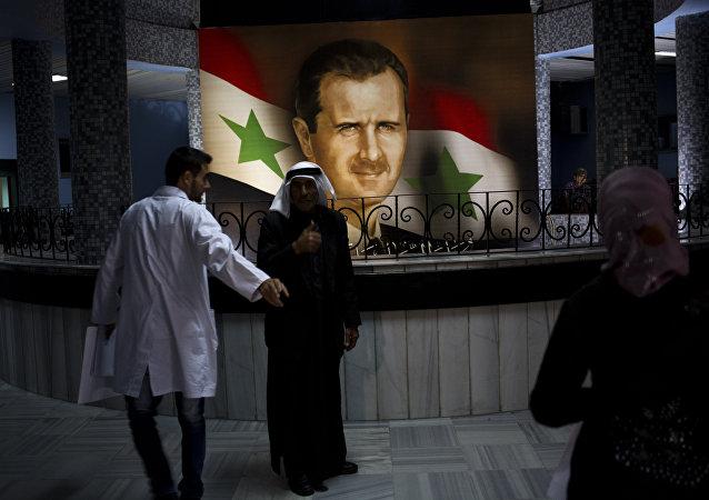 Retrato de Bashar Asad, presidente de Siria, en el Hospitál de Damasco (archivo)