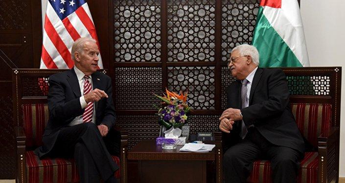 El vicepresidente de EEUU, Joe Biden, y el presidente palestino, Mahmud Abás