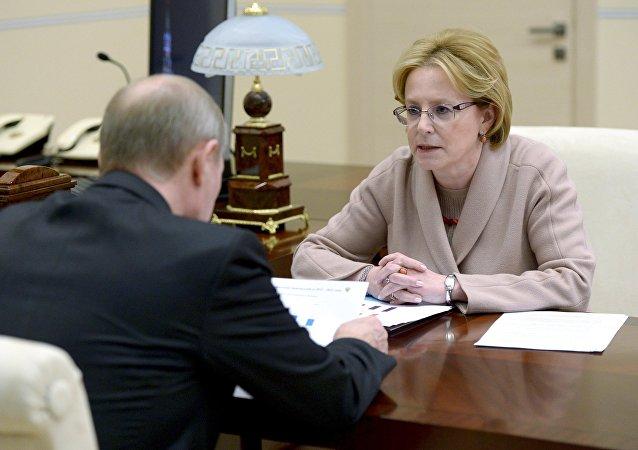 Veronika Skvortsova, la ministra de Sanidad de Rusia, durante la reunión con el presidente Vladímir Putin
