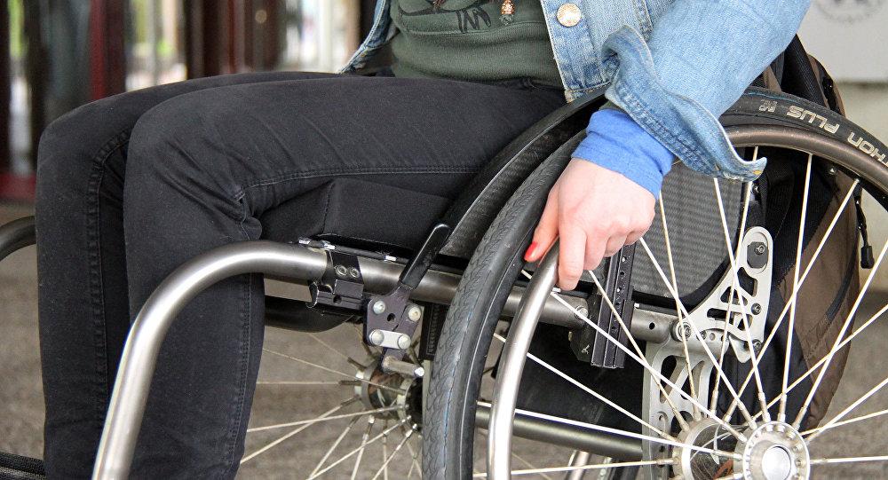 Empleada británica maltrata a un discapacitado