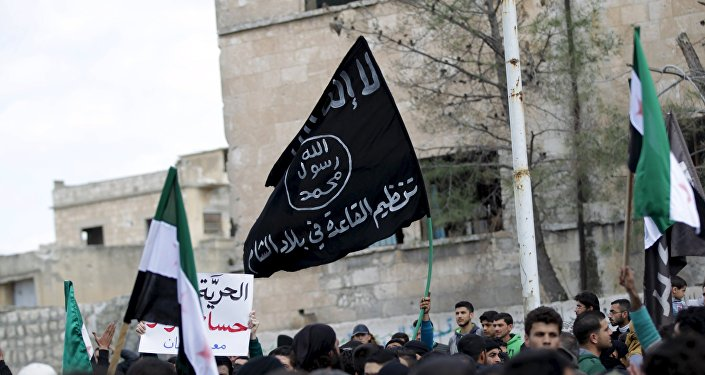 La bandera de Al Qaeda en Idlib en Siria (archivo)
