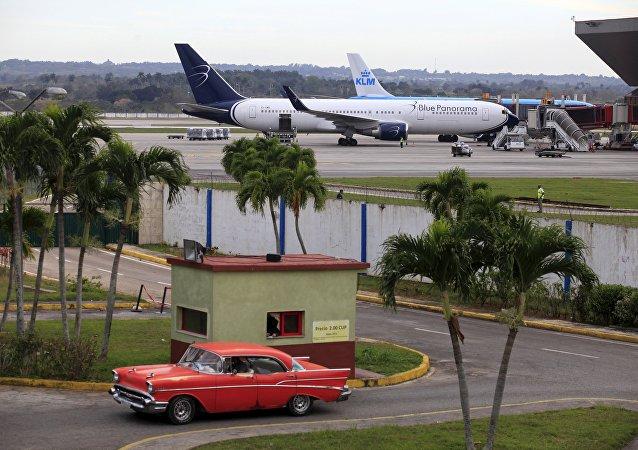 Aviones en el aeropuerto de la Habana