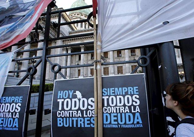El Senado argentino comienza a discutir el proyecto de ley para pagar a los fondos buitre