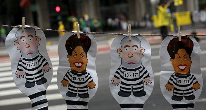 Muñecos inflables de la presidenta Dilma Rousseff y expresidente Lula da Silva