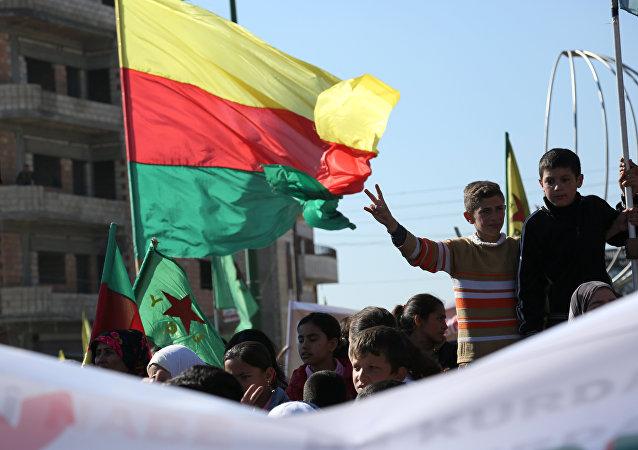 Demonstración kurda en la ciudad siria de Qamishli