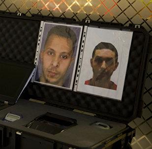 La orden de búsqueda de Salah Abdeslam (izda.), principal sospechoso de los ataques en París
