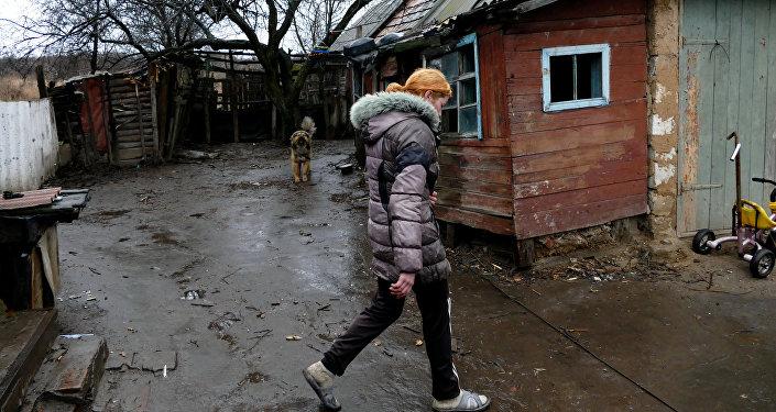 Una mujer en la región de Donetsk
