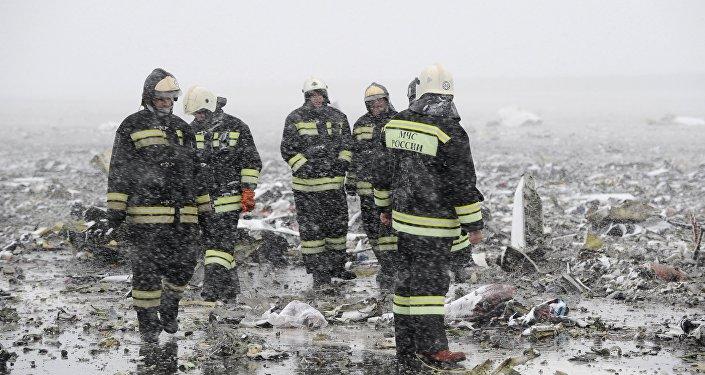 Equipos de rescate en el lugar del siniestro del Boeing en Rostov on Don, Rusia