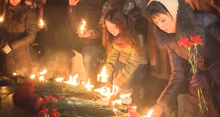 La gente de Rusia rinde homenaje a las víctimas del avión FlyDubai